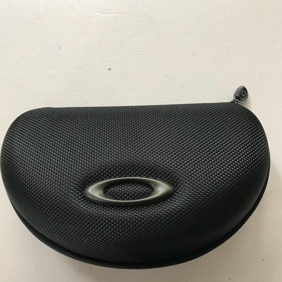 4421d538b1 Oakley sunglass case. M 5ac104c99d20f064b805c09a